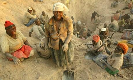 Diamond-workersin-Zimbabw-005